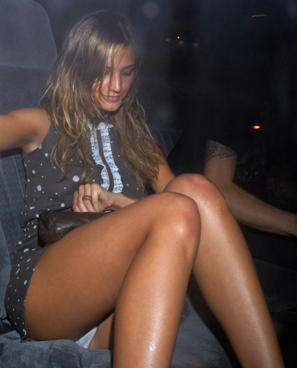 Ashlee Simpson Upskirt, Celebrity Upskirt, Short Skirt White Panties